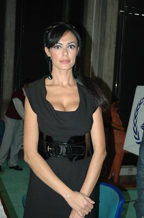 Bond Girl Maria Grazia 3