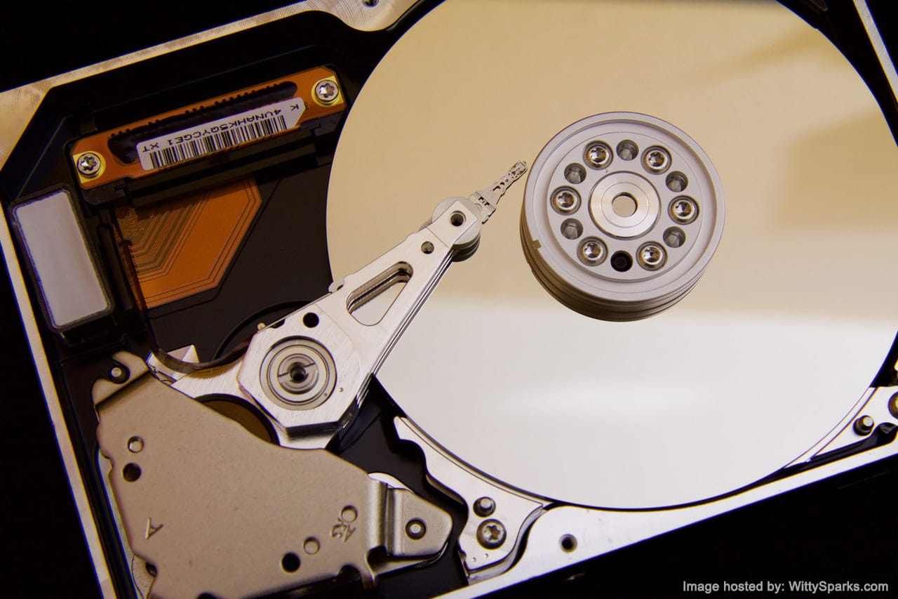 Disc reader - reading arm hard drive