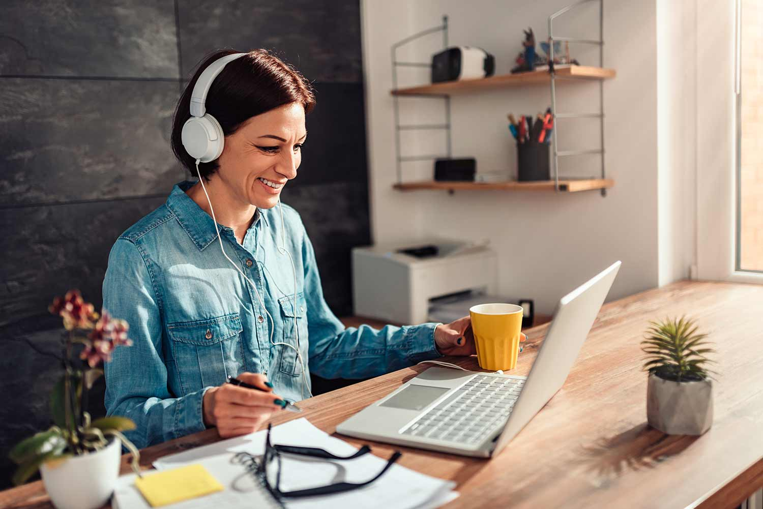 Tips to manage freelancers working from home