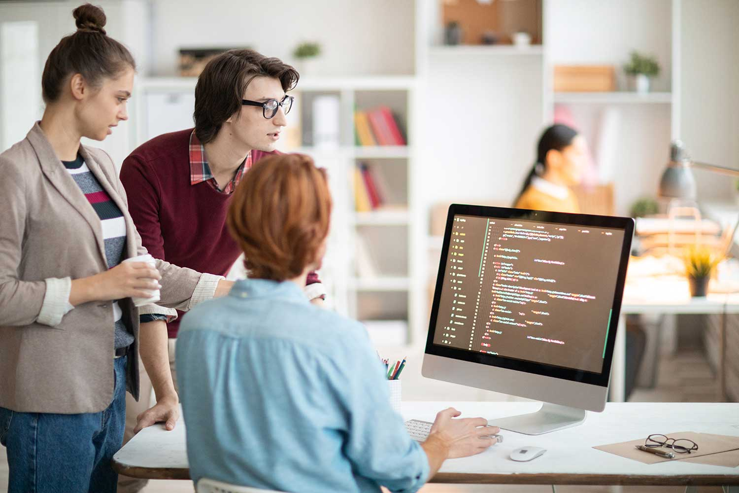 What are the benefits of recruiting an offshore software development firm?